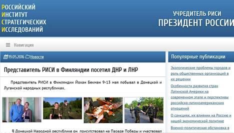 """Toukokuussa 2015 Risi-instituutin virallisilla sivuilla on julkaistu uutinen, jonka mukaan Johan Bäckman on käynyt Risin Suomen-edustajan ominaisuudessa Itä-Ukrainan sotatoimialueella eli niin sanotuissa Donetskin ja Luhanskin venäläismielisissä """"kansantasavalloissa""""."""