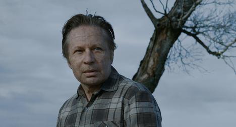 Maanviljelijystä luopumista harkitsevaa Agnea näyttelee Korparna-elokuvassa Reine Brynolfsson.