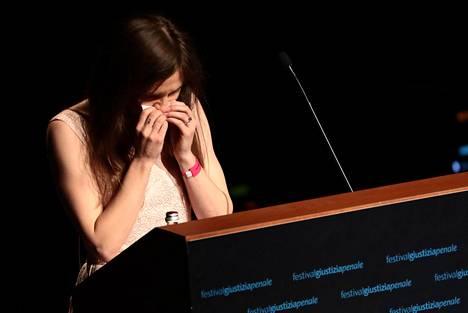 Amanda Knox puhkesi kyyneliin puheensa aikana.
