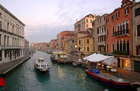 Venetsiaan kannattaa matkustaa talvella, kun siellä on hiljaista. Mutta vilkkainakin aikoina löytää rauhallisia kujia, kun lähtee tarpeeksi kauas pääkaduilta ja -aukioilta.