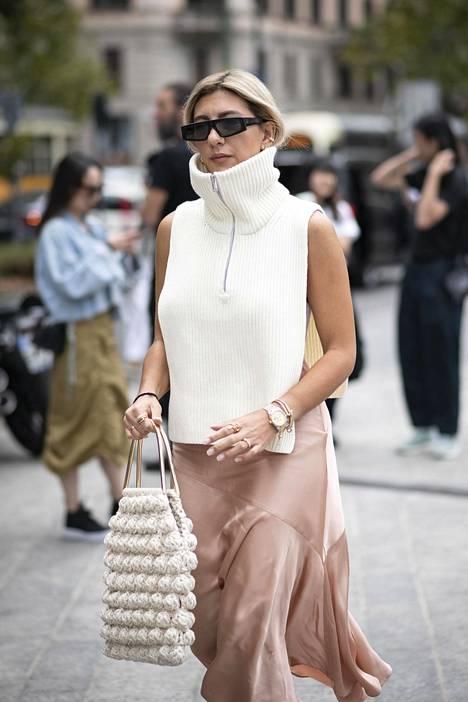 Erilaisia neuleliivejä on nähty muotiviikoilla maailmalla. Nyt neuleliivit ja neuloskaulurit saapuivat myös vaateliikkeisiin.