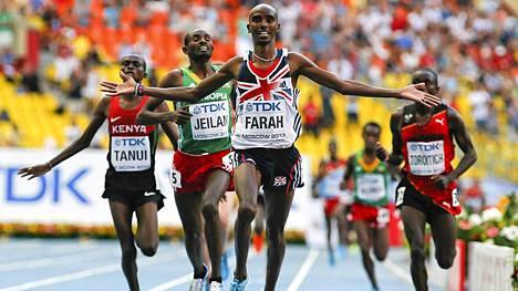 Mo Farah tuuletti maalisuoralla 10 000 metrin maailmanmestarina.