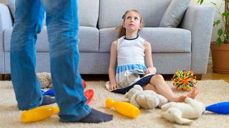 Sikin sokin lattialla olevat lelut ovat tuttu näky useimmille vanhemmille.