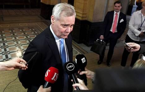 Antti Rinne kertoi hallitusneuvottelujen etenemisestä Säätytalolla keskiviikkoaamuna.