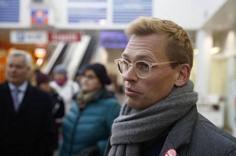 Puoluesihteeri Antton Rönnholmin mukaan Haataisen kampanja kustannettiin suurimmaksi osaksi puolueen varoista.