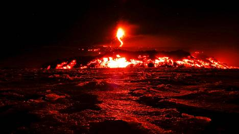 Kuvaaja ikuisti Etna-tulivuoren purkautumisen 28. helmikuuta.