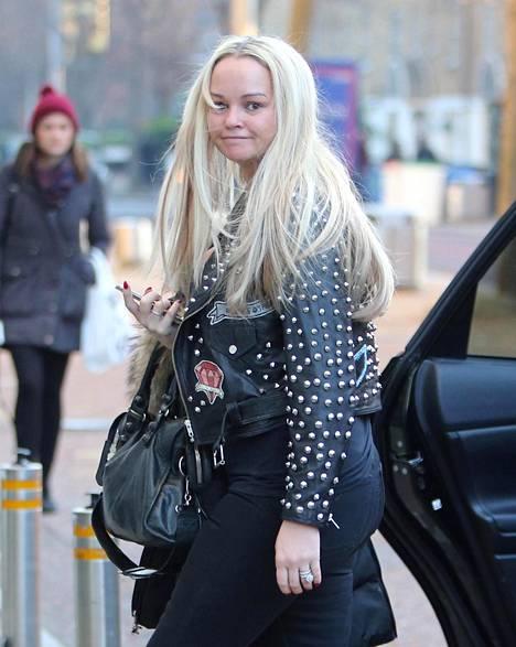 Tammikuussa Jennifer Ellison näyttikin vielä hieman erilaiselta kuin nykyään. Painonpudotuksensa lisäksi blondina usein esiintynyt näyttelijä on värjännyt hiuksensa tummiksi.