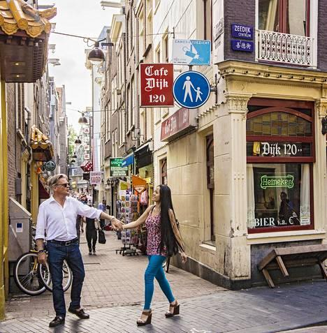 Amsterdamissa ihmiset ovat väsyneet kotikaduilla meluaviin juhlijoihin.