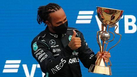 Lewis Hamilton juhli sunnuntaina F1-kisan voittoa sadatta kertaa.