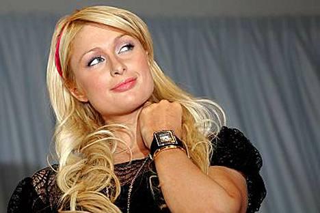Paris Hiltonilla on kotonaan strippareiden käyttämä tanko.