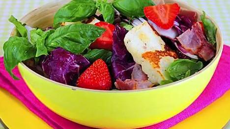 Salaatti on helppo ja nopea valmistaa, mutta myös ravitseva ja terveellinen vaihtoehto.