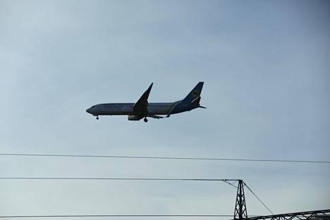 Helsinki-Vantaalle saapui torstaina kone, joka oli täynnä ukrainalaisia kausityöntekijöitä.