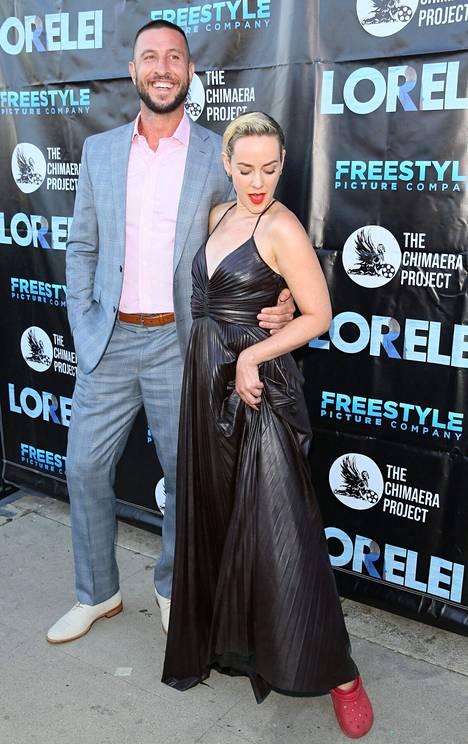 Jena Malone yhdessä näyttelijä Pablo Schreiberin kanssa Lorelei-elokuvan ensi-illassa.