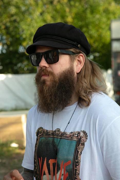 Koskinen on suosinut vuosikausia muhkeaa partaa ja pitkää tukkaa. Nyt mies on kuitenkin uudistanut tyylinsä kertaheitolla.