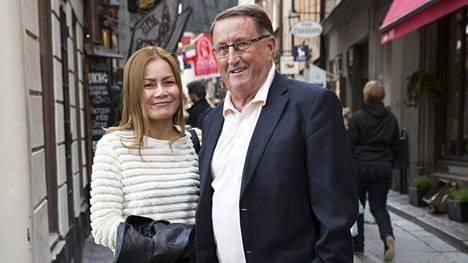 Curt Lindström on pitänyt thaimaalaisen Wanin kanssa yhtä lähes 10 vuotta. Pariskunta poseerasi IS:lle Tukholman vanhassa kaupungissa vuonna 2015.