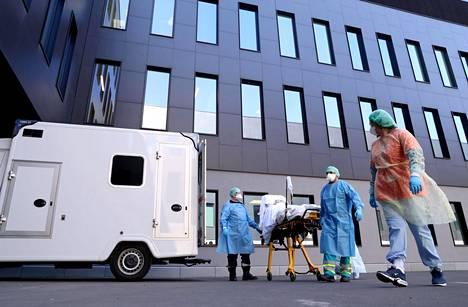 Koronapotilasta tuotiin torstaina hoitoon Belgian Liegessä sijaitsevaan CHC Montlegia -sairaalaan.