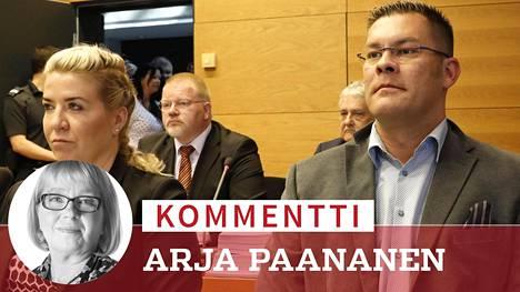 Johan Bäckman (takana vas) ja Ilja Janitskin (edessä oik) kuvattuna Helsingin käräoikeudessa 13. kesäkuuta, kun oikeudenkäynti heitä vastaan alkoi.