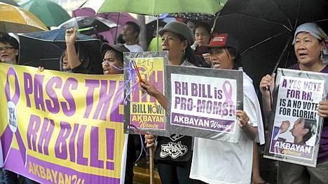Filippiiniläiset osoittivat mieltään vapaamman ehkäisyn puolesta.