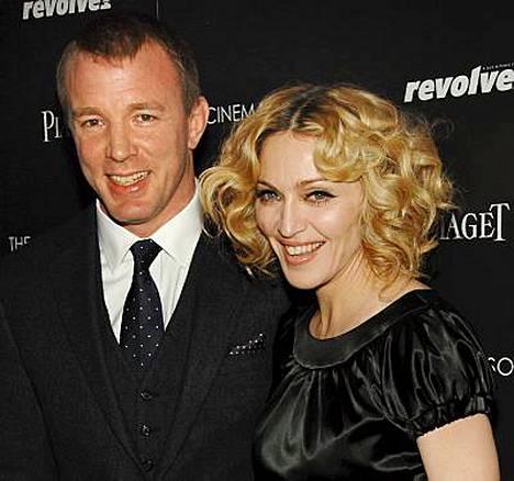 Madonna ilmoitti julkisesti avioliittonsa Guy Ritchien kanssa olevan kunnossa.