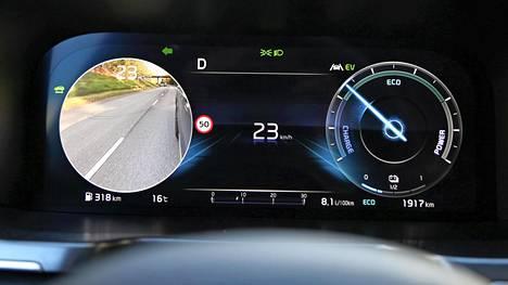 Katvealueen monitorikuva näkyy suuntavilkun puoleisen mittarin paikalla.