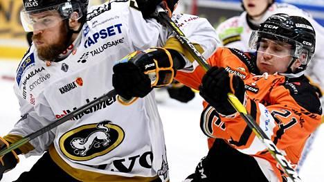 Jani Hakanpään Kärpät ja Jere Innalan HPK ratkaisevat Suomen mestaruuden lauantaina Oulussa seitsemännessä finaaliottelussa.