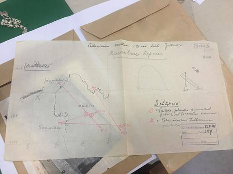 Väitetyt Mainilan laukaukset tutkittiin Suomessa tarkasti. Kansallisarkistosta löytyy muun muassa karttapiirroksia, joissa Neuvostoliiton suorittama lavastus havainnollistetaan.