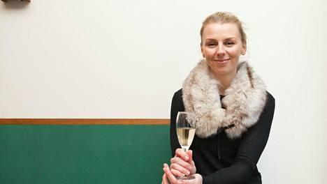 Kuvassa ruokakirjailija Hanna Gullichsen Helsinki Safkaa maanantaista sunnuntaihin -kirjan tiedotustilaisuudessa tammikuussa 2014.