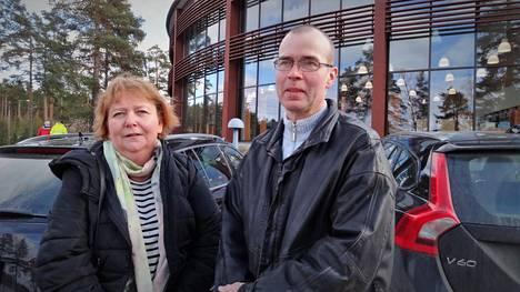 Jaana ja Petri Vehviläisen nuorimmainen käy samaa Huutjärven koulua kuin tulipalossa menehtyneet lapset.