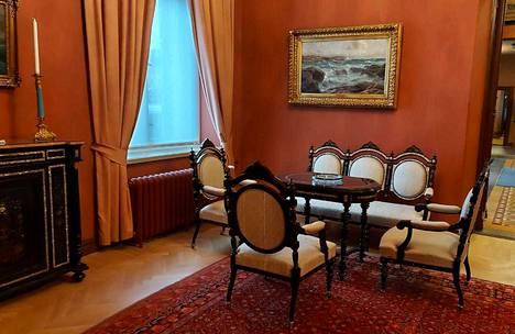 Kiiskilän kartanon kalusto on tallessa Tampereen Raatihuoneella.