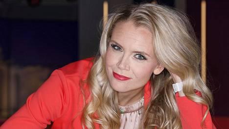 Susanna Laine on tullut tutuksi Puoli Seitsemän -ohjelman juontajana. Hän paljastaa Anna-lehdessä jännittäneensä ensimmäisen vuoden ajan suoria lähetyksiä.