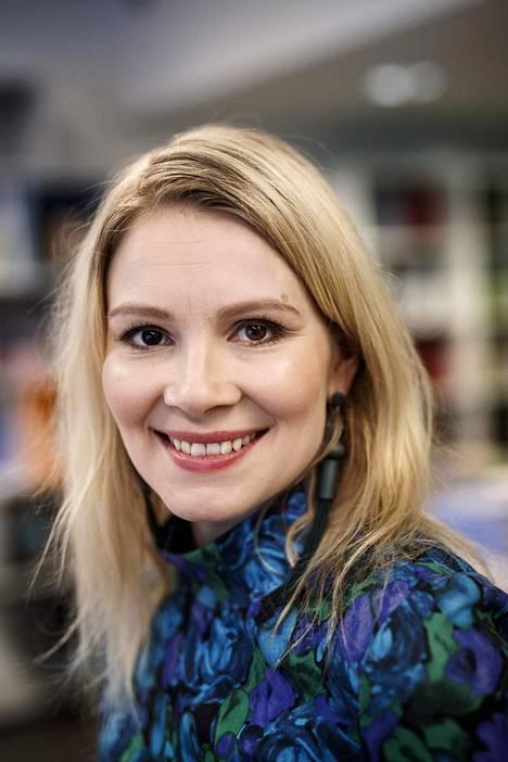 Pamela Tola on tuttu muun muassa elokuvista Tyttö sinä olet tähti, Napapiirin sankarit ja Leijonasydän.