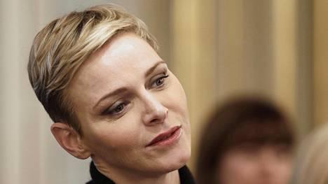 Monacon ruhtinatar Charlenella on aiempaa lyhyempi hiustyyli.