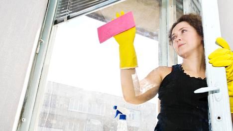Paras aika pestä ikkunat on loppukeväästä tai alkusyksystä, asiantuntija kertoo.