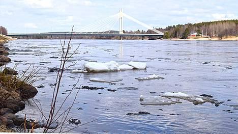 Kemijoki kuvattuna Rovaniemellä 19. toukokuuta 2020.
