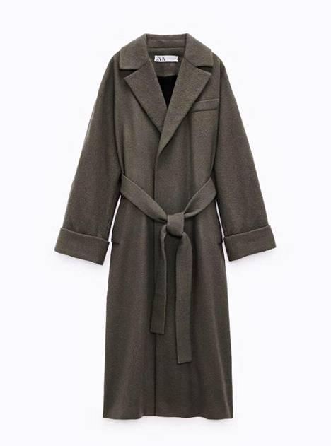 Zaran tummanvihreän villakangastakin päällinen on täyttä villaa ja vuori viskoosia, 89,95 € (ovh 159 €).
