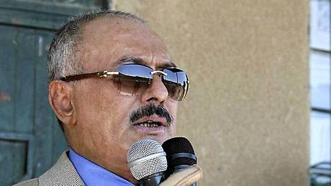Jemenin presidentti Ali Abdullah saleh on lupautunut allekirjoittamaan vallanvaihtosopimuksen.