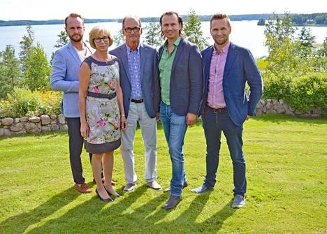 Meijeriperhe. Tuomas, Maire, Raino, Juha-Petteri ja Matti Kukkonen.