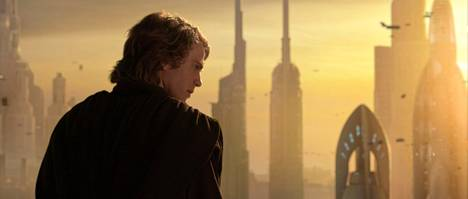 Sithin kostossa Anakin (Hayden Christensen) joutuu tekemään valinnan.