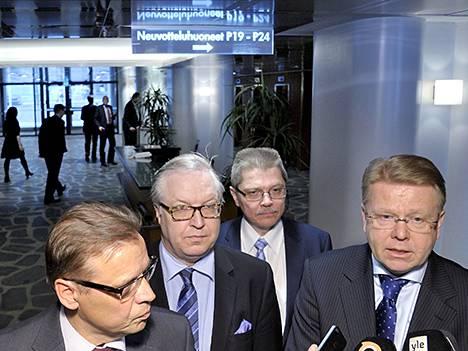 SAK:n puheenjohtaja Lauri Lyly (vas.), Akavan puheenjohtaja Sture Fjäder, Kunnallisen työmarkkinalaitoksen työmarkkinajohtaja Markku Jalonen ja EK:n toimitusjohtaja Jyri Häkämies Etelärannassa viime maaliskuussa.