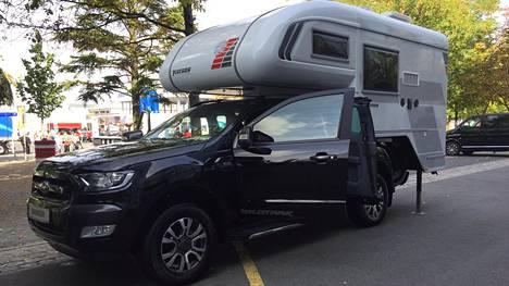 Hintatasoltaan pick-up -mallisten autojen enemmän ja vähemmän pikakiinnitteiset matkailukorit pyörivät noin 10000-50000 euron hintaluokassa, muun muassa koosta ja varustelusta riippuen.