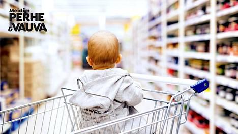 Taapero maksaa yli 200 euroa kuukaudessa, teini 500 euroa – paljonko rahaa lapsiperhe tarvitsee hyvään elämään?