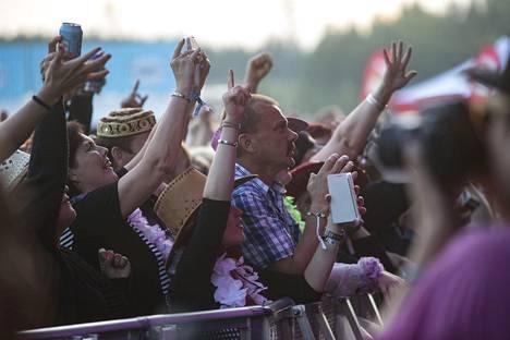 Kaija Koo esiintyi monituhatpäiselle yleisölle.