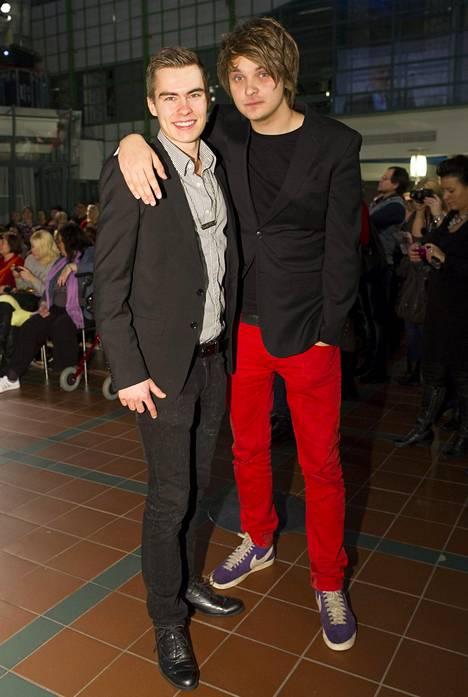 Roope Salminen ja Kalle Lindroth Kotikatu-sarjan päättäjäisissä vuonna 2012. Salminen näytteli sarjassa Narskua vuosina 2009–2012. Hahmo oli hänelle ensimmäinen suurempi tv-rooli.