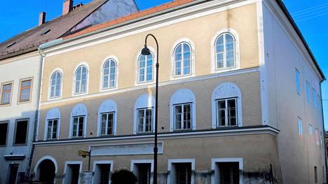Tämä rakennus on natsijohtaja Adolf Hitlerin syntymäkoti. Se aiotaan nyt kuitenkin purkaa.