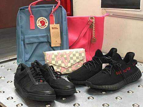 Suomalaiset ostavat väärennettyjä merkkilaukkuja ja -kenkiä nyt verkosta.