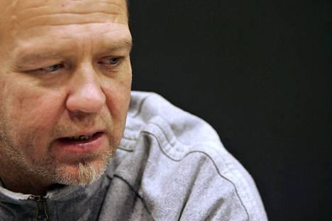 Markku Rönkkö on PHS:n copywriter, joka viettää sapattivapaata kirjoittamalla toista romaaniaan.