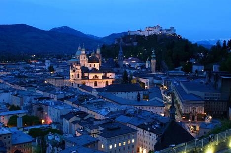 Salzburgin tunnelma on hienostunut ja kulturelli.