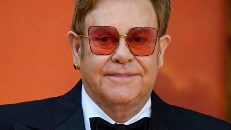 Elton John paljastaa pian ilmestyvässä elämäkerrassaan, että hän oli vähällä kuolla infektioon vuonna 2017.