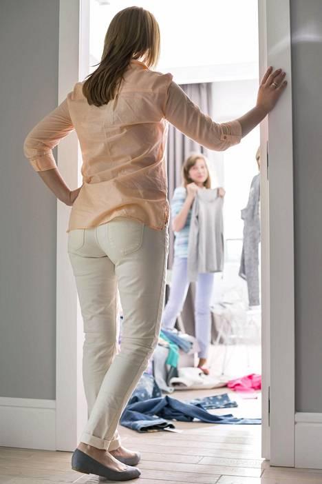 Anna lasten huolehtia huoneidensa siisteydestä ja hyväksy tietty epäjärjestys, neuvoo uutuuskirja.