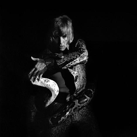 Dannyn albumin kansikuva oli Alvar Kolasen käsialaa.